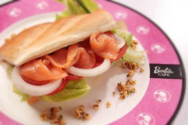 barbie_inspired_dining_at_taiwans_own_barbie_cafg_640_07