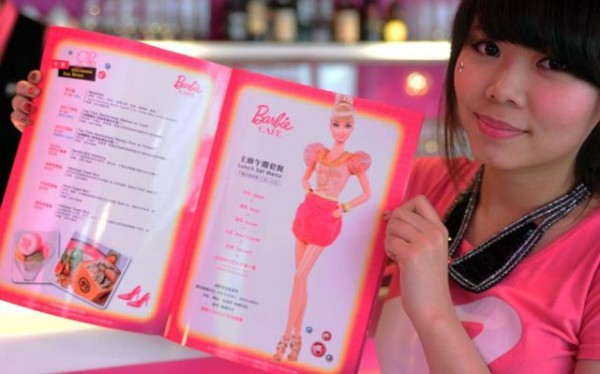 barbie_inspired_dining_at_taiwans_own_barbie_cafg_640_18