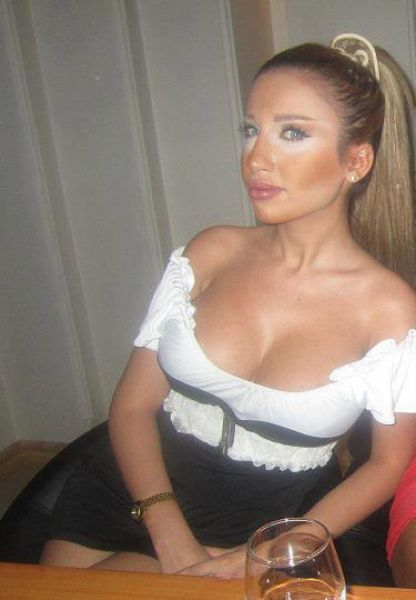 middle_eastern_girls_who_think_they_look_hot_but_are_not_640_10