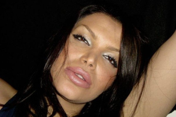 middle_eastern_girls_who_think_they_look_hot_but_are_not_640_22