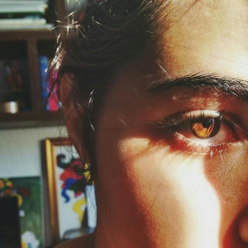 vrown light eyes