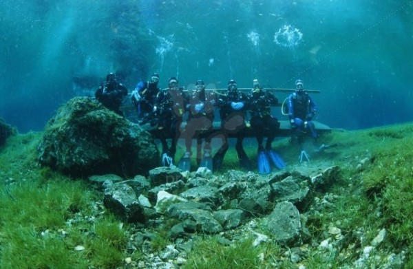 grouppicture from diver in the green lake in austria