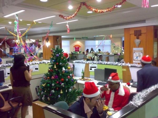 Decoraciones navide as que salieron del coraz n de un godinez for Adornos de oficina para navidad
