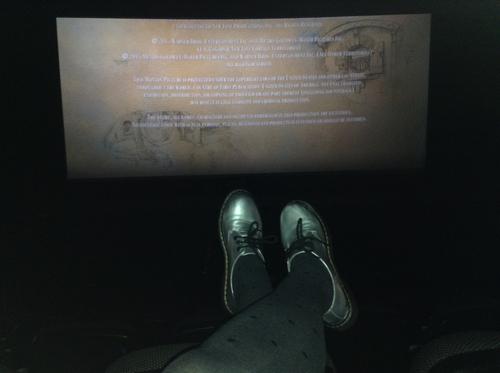ve al cine sola