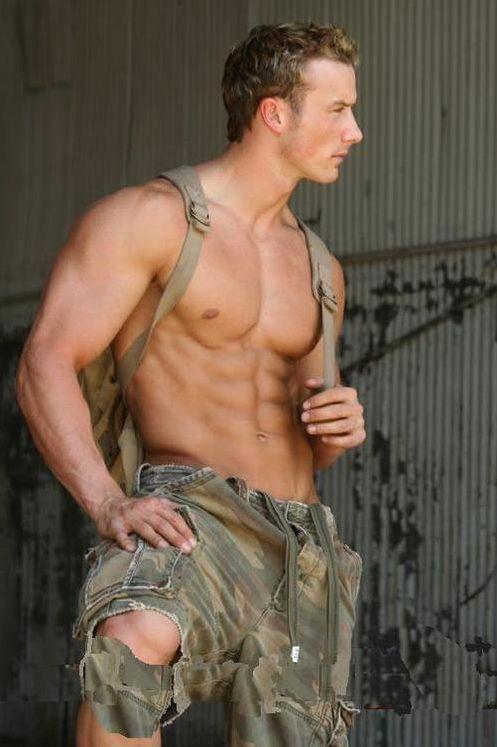 [Imagen: militar-guapo.jpg]