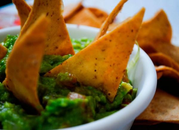 guacamole totopos