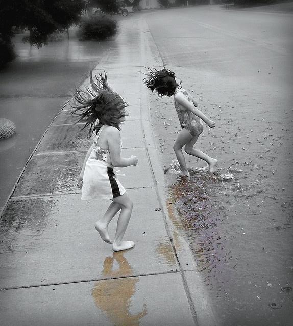niños en la lluvia10