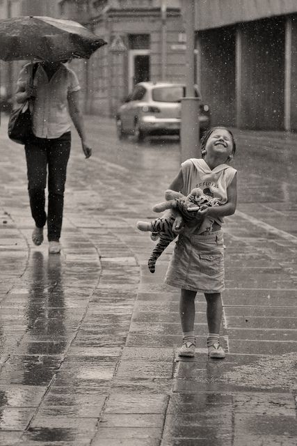 niños en la lluvia11