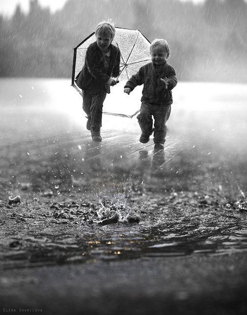 niños en la lluvia2