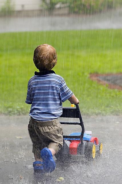niños en la lluvia9