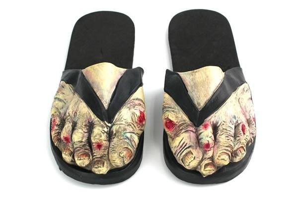 Zombie-Feet-Sandals_12784-l