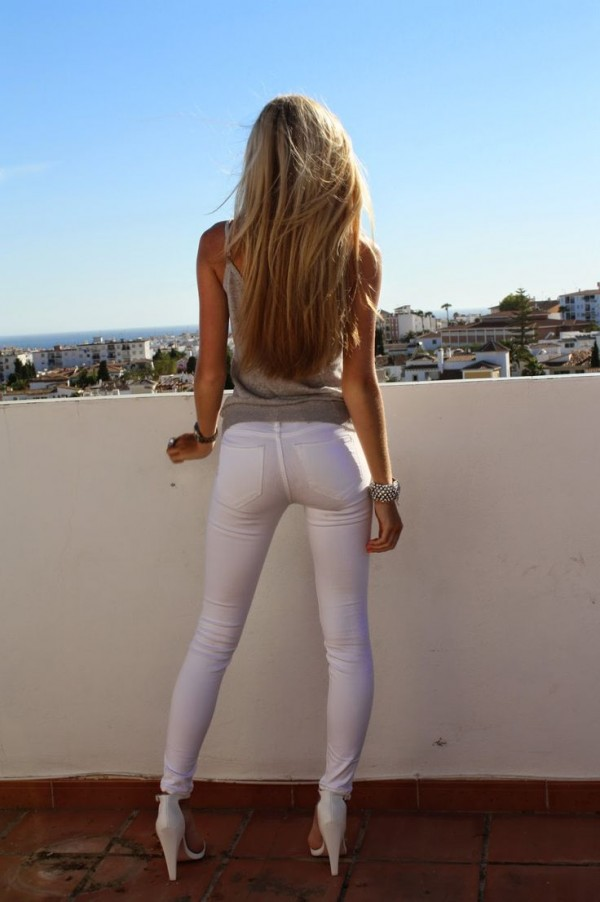 Ultra skintight leggins showing amazing cameltoe 18 yr old