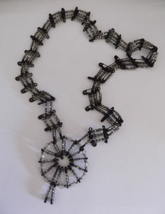 hilos-negro-collar