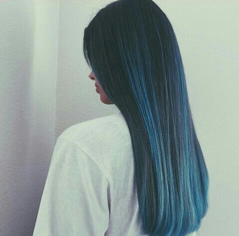 Pelo color azul degradado