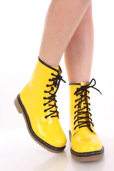 botas amarillas