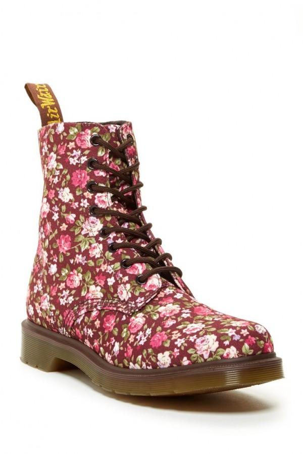 botas con rosas