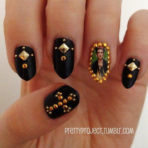 frida uñas