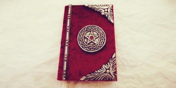 Cómo hacer tu propio libro de hechizos