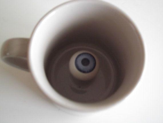 taza con ojo