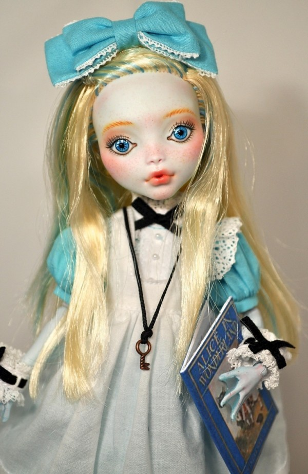 alicia en el pais de las maravillas monster high