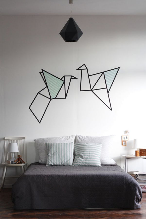 20 ideas para darle un nuevo look a tu habitaci n sin for Decoracion para pared negra
