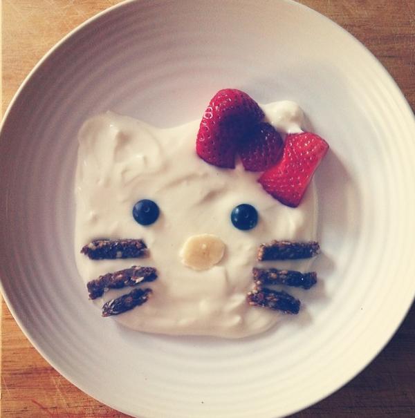 kitty desayuno