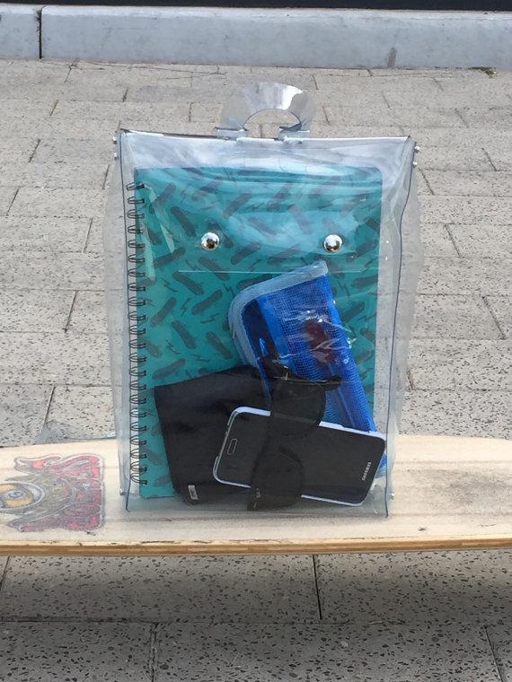 mochila-transparente