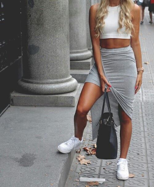 sneakers con falda
