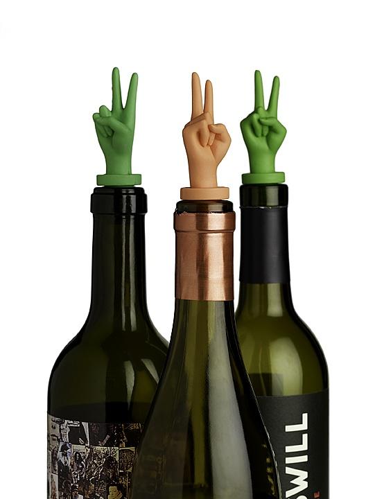 tapon botella manos