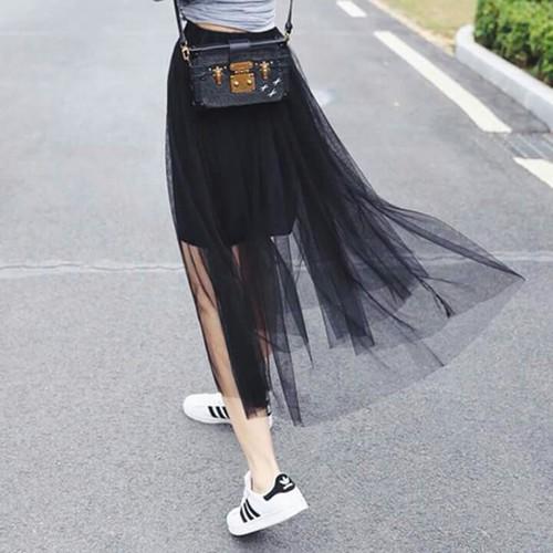 0ae640549 Usar tenis con vestido es la combinación perfecta en una mujer