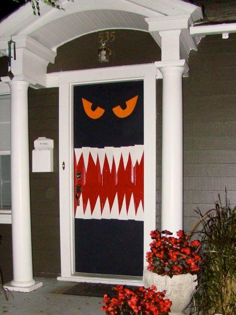 monstruo puerta