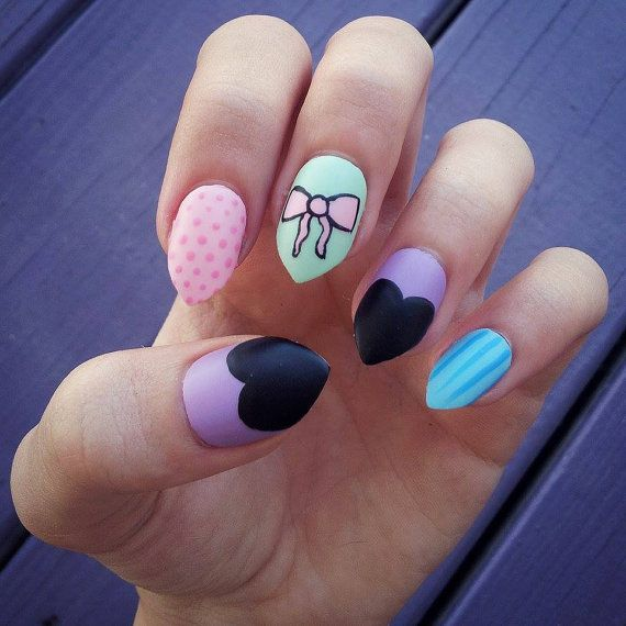 pastelgoth_nails