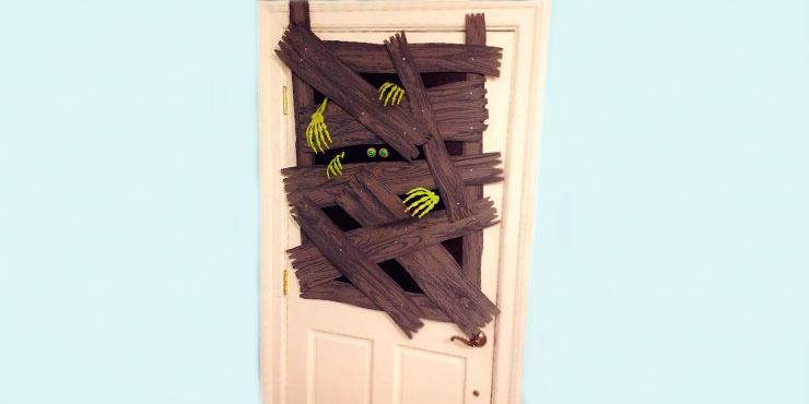 13 ideas para convertir tu puerta en un aterrador monstruo for Imagenes puertas decoradas halloween