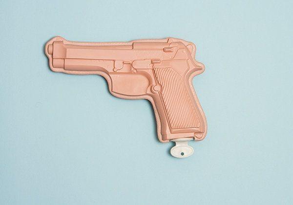 botella de agua pistola