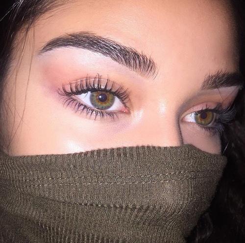 ceja ojos verdes