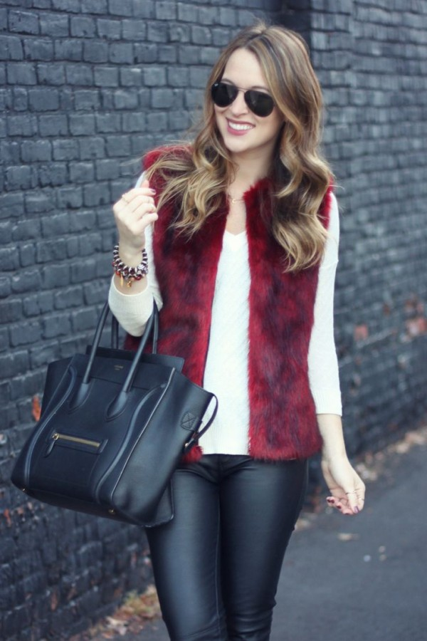 15 Maneras de incorporar a tu look un chaleco felpudo