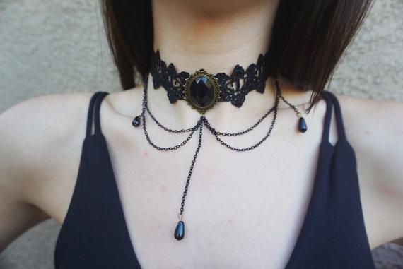 gothic choker girl
