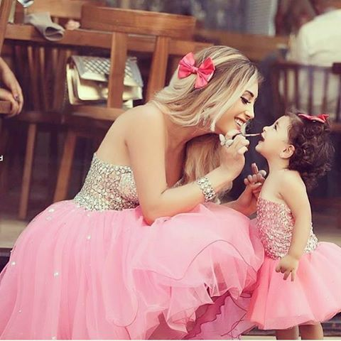 mama e hija vestidas igual