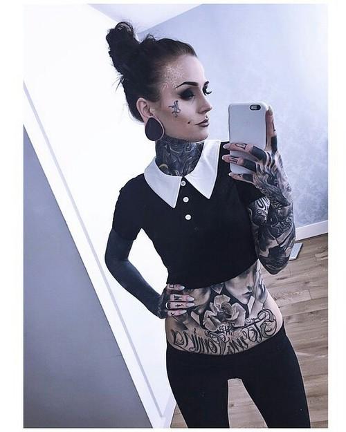 monami frost tatuaje cara