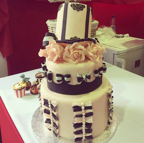 pastel moños