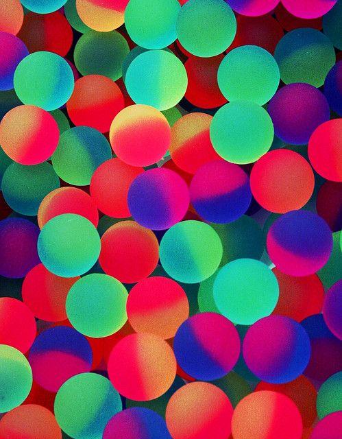 pelotas neon