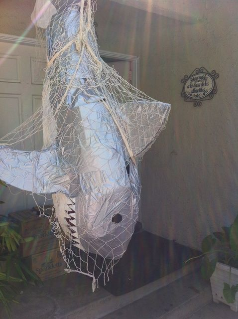 piñata tiburon