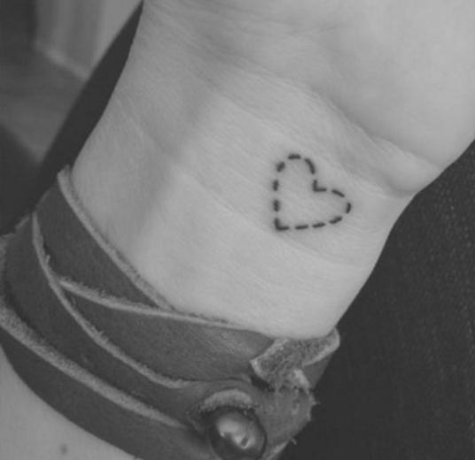 tatuaje-de-corazon-punteo