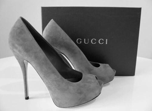 zapatos tacon grises