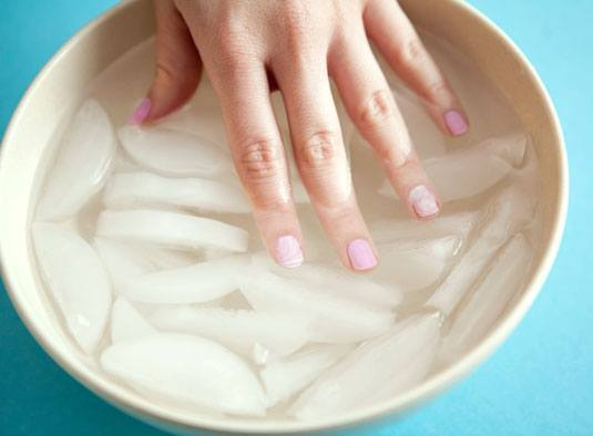 agua fria uñas
