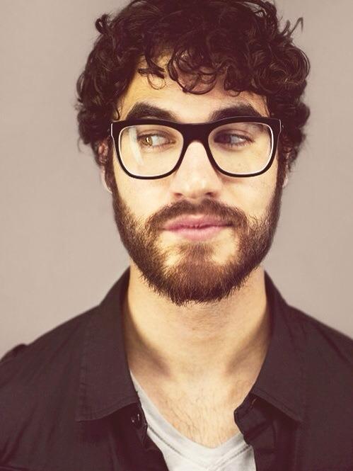 80a92ff257 Pruebas de que los chicos que usan lentes son mil veces más sexies