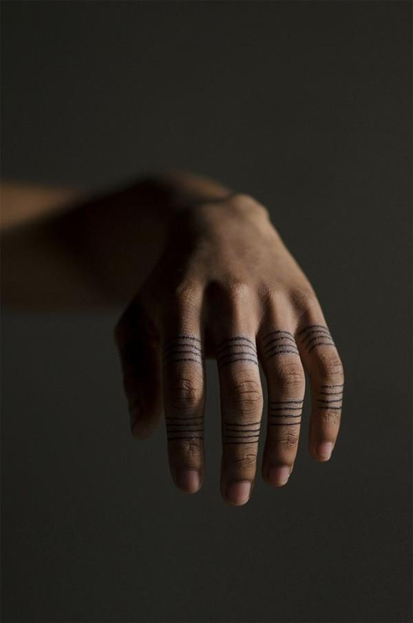 dedos tatuajes