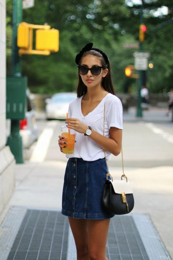 eab87406cf denim skirt. Úsala con botas largas y playeras de manga larga. falda  mezclilla