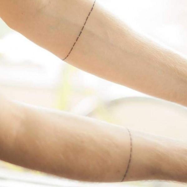 linea punteada tatuaje