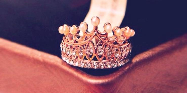 Anillos de compromiso en forma de corona que tu princesa interior quiere 16b5617fb68